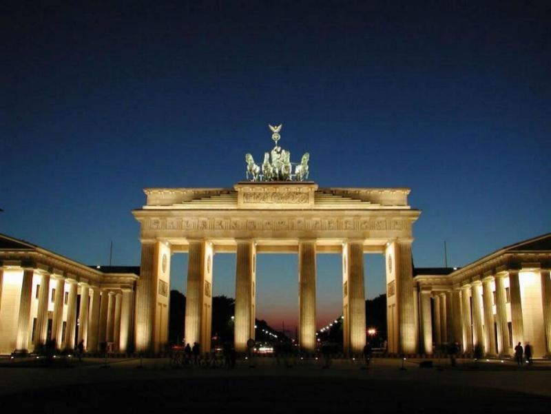 Promenade nocturne - identifiez le monument, la ville et le pays X_16_a10