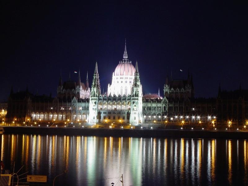 Promenade nocturne - identifiez le monument, la ville et le pays - Page 2 X_22_h10
