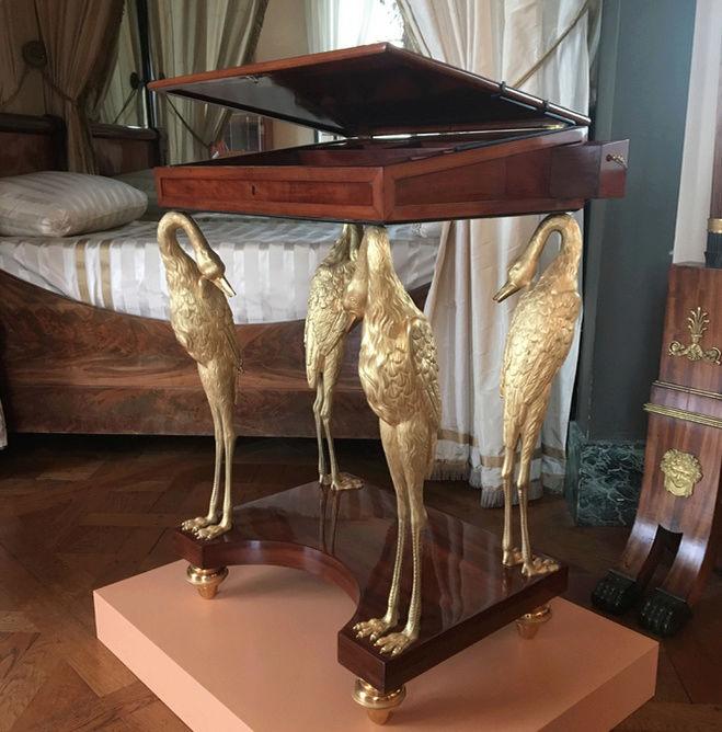 Rueil-Malmaison : Meubles à secrets, secrets de meubles Captu433
