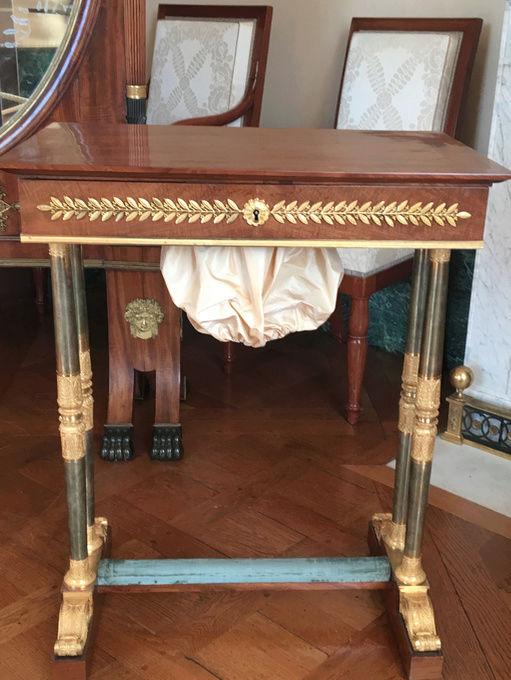Rueil-Malmaison : Meubles à secrets, secrets de meubles Captu435
