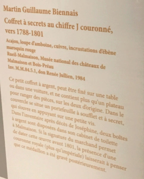 Rueil-Malmaison : Meubles à secrets, secrets de meubles Captu440