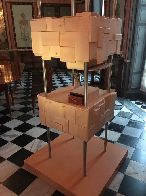 Rueil-Malmaison : Meubles à secrets, secrets de meubles Captu441