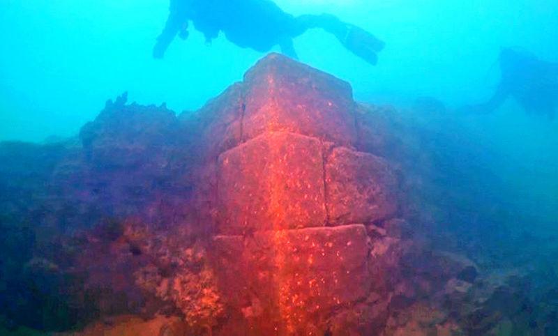 Des archéologues découvrent un château de 3000 ans dans le lac de Van ! Par Raphaëlle Dormieu  Captur10