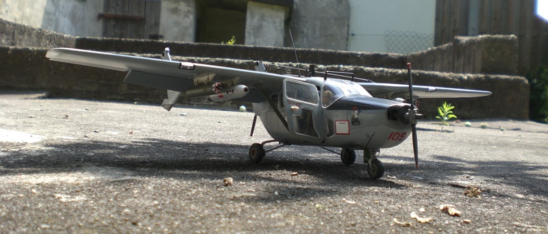 Fertig - die O-2A skymaster, 1/32, RODEN, von oluengen359 Cimg5622