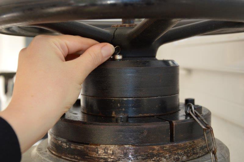 Problème presse hydraulique a bras tournant Sandt ST 139-51377 (1961) Dsc_0634