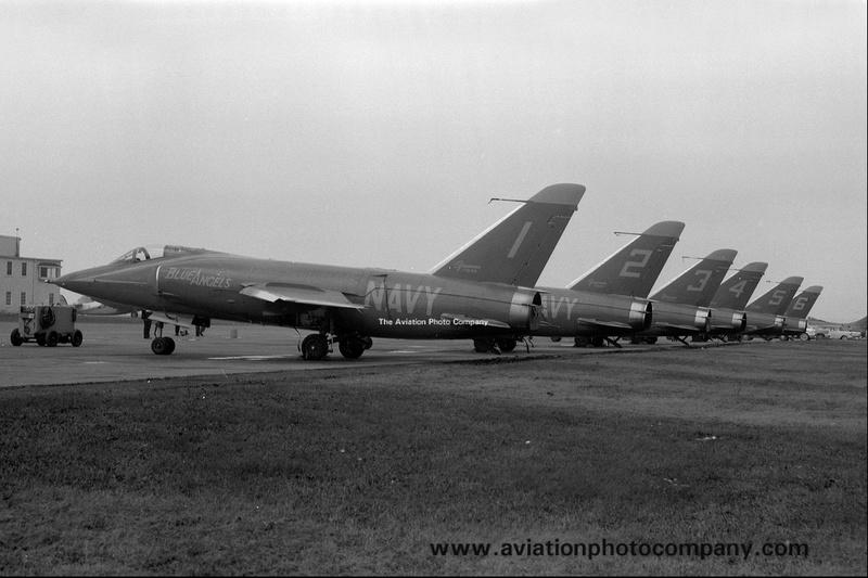 [Lindberg] - Grumman F9F-9 Tiger Blue_a11