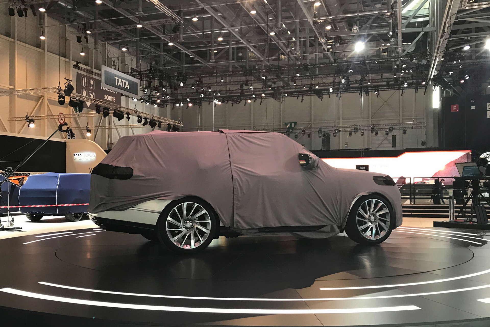 2019 - [Land Rover] Range Rover SV Coupé  - Page 2 Geneva10