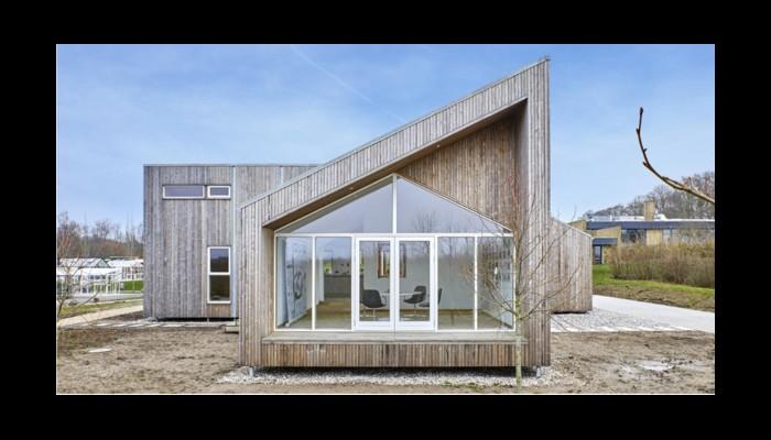 Voici la première maison au monde construite à base d'herbe, de paille et d'algues  G10