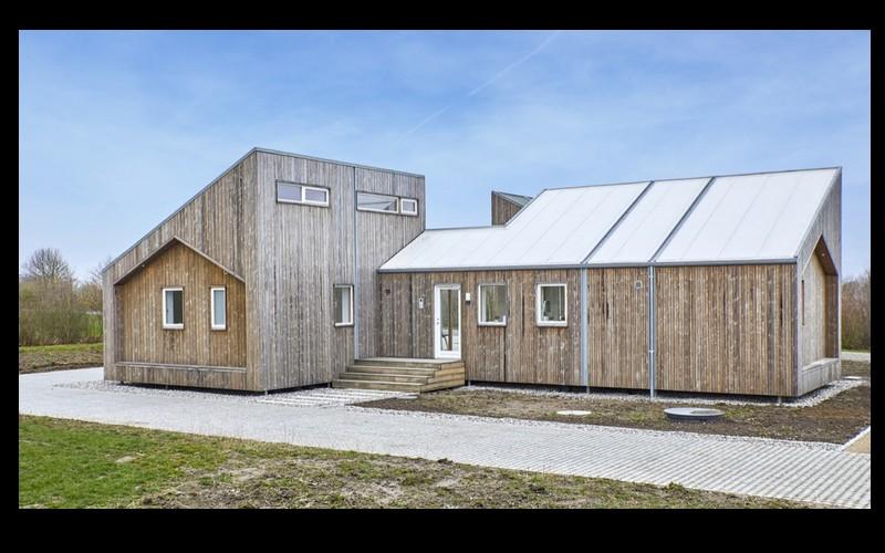 Voici la première maison au monde construite à base d'herbe, de paille et d'algues  G11