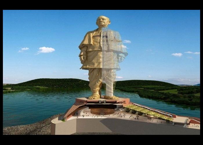 La plus grande statue du monde sort de terre Sans1057