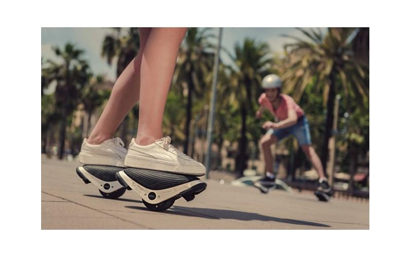 Avec ces patins électriques, se déplacer redevient un jeu d'enfant  Sans1535