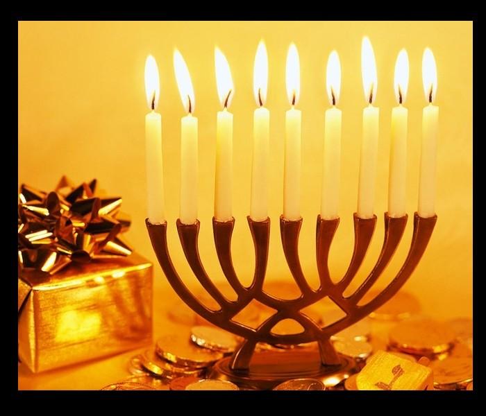 La période des Fêtes est autant synonyme de traditions de Noël que de réjouissances. Sans_481
