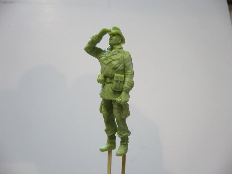 Panhard EBR 10 Hobby Boss 1/35 + figurines U-Models et Chota Sahib/Azimut et Master Box P1040417