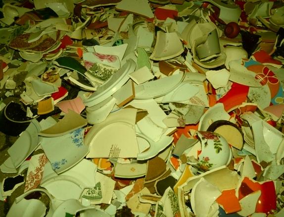 Разбитые тарелки, красные трусы и другие новогодние ритуалы, которые приносят счастье. 111