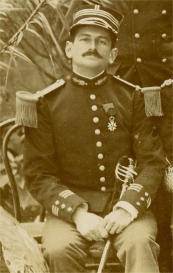uniforme de l'artillerie de marine - Page 2 Mmangi10