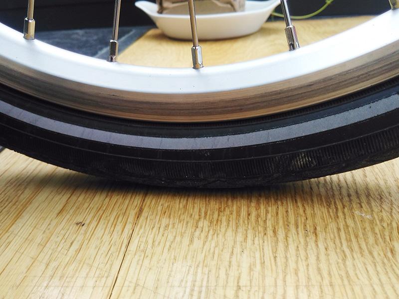 Pose de pneu : déformation ou inédaquation avec la jante Img_2014