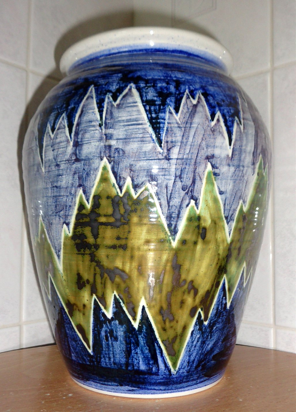 Martyn Gilchrist, Bembridge Pottery, Isle of Wight Bem110