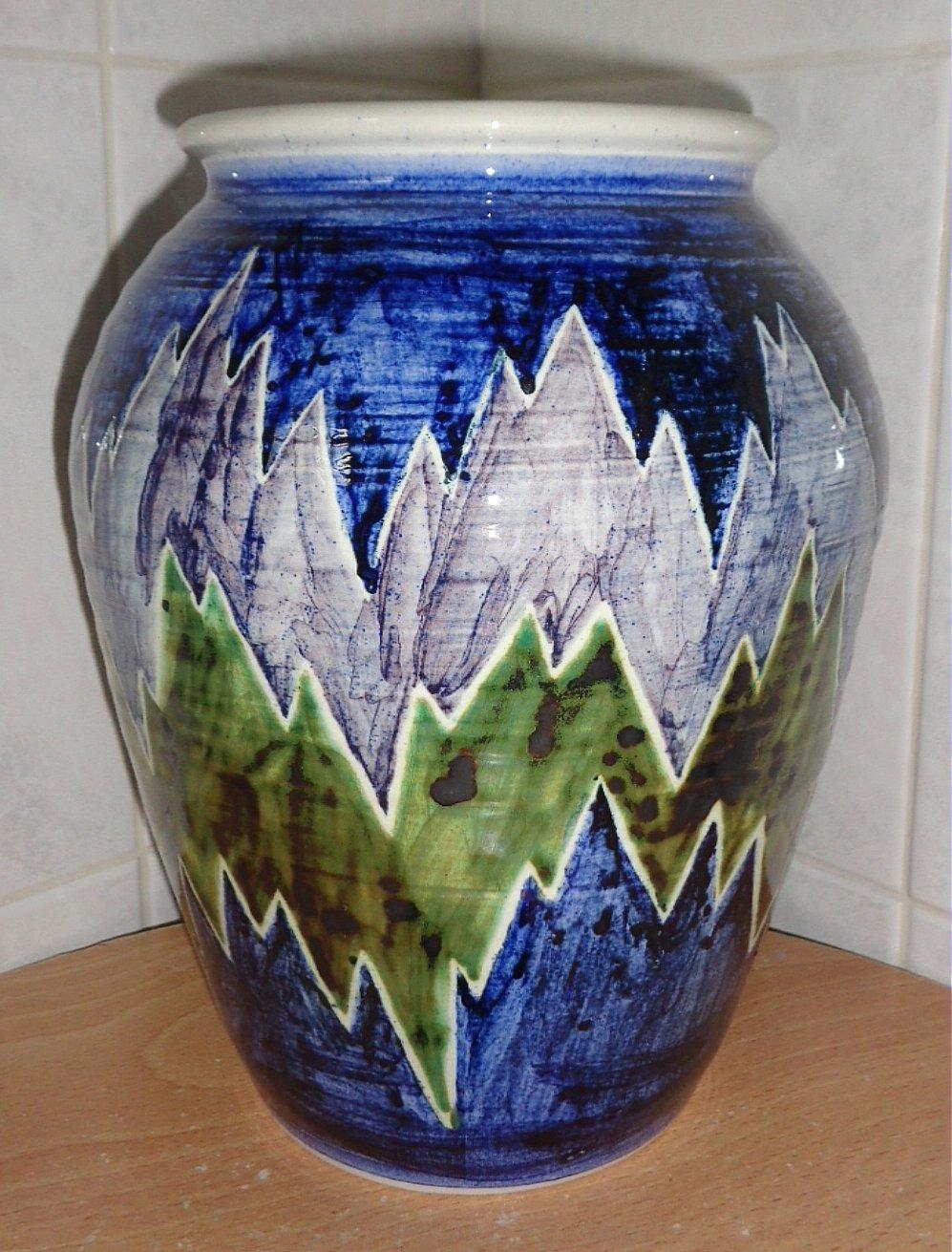 Martyn Gilchrist, Bembridge Pottery, Isle of Wight Bem210