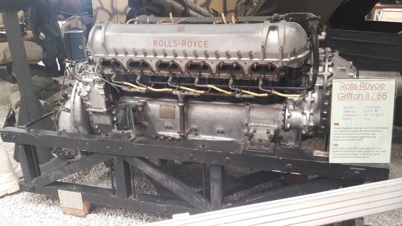 uniquement pour amateurs de gros............moteurs. V12_ro10