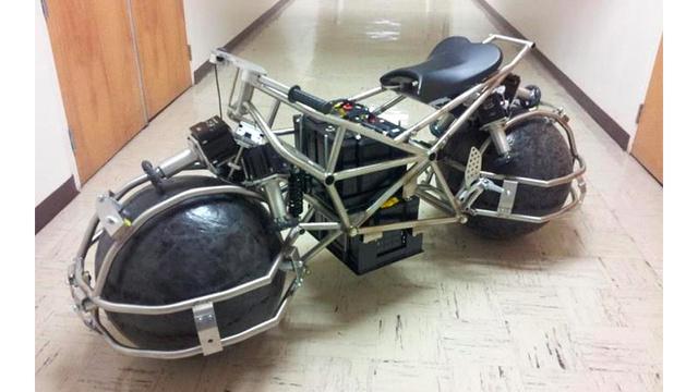 Motos , bizarres , excentriques ou barrées... - Page 2 Moto-r10