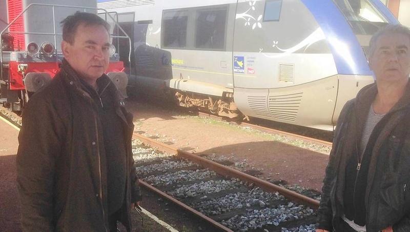 Carhaix-Guingamp : les trains restent à quai Dcea8610
