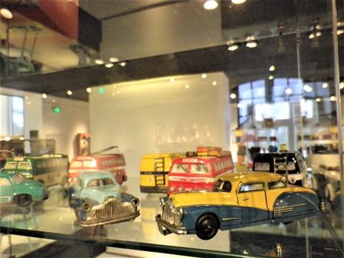 Voisins-le-Bretonneux. Exposition de jouets anciens, décembre 2017 Imgp1943