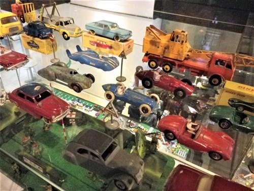 Voisins-le-Bretonneux. Exposition de jouets anciens, décembre 2017 Imgp1945