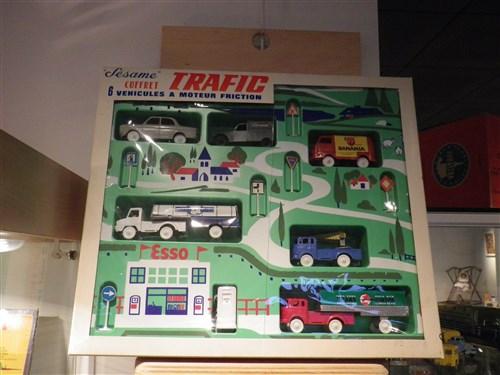 Voisins-le-Bretonneux. Exposition de jouets anciens, décembre 2017 Imgp1946