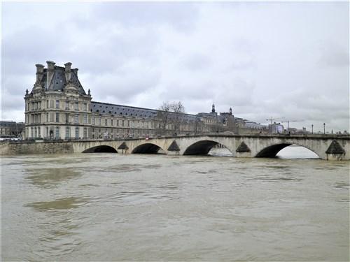 Le pont, incontournable du paysage routier - Page 4 Imgp2123