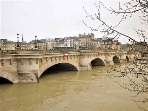 Le pont, incontournable du paysage routier - Page 4 Imgp2124