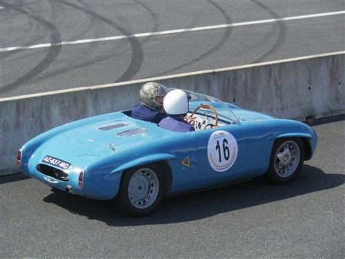 La Douille  (Joseph Douillard) 1952 moteur Renault 4 chx 904 cc Imgp3610