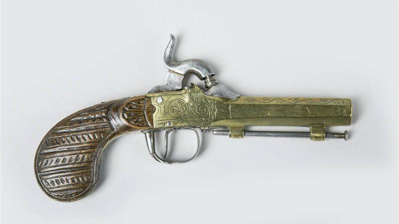 Pistolets à canon bronze 41627110
