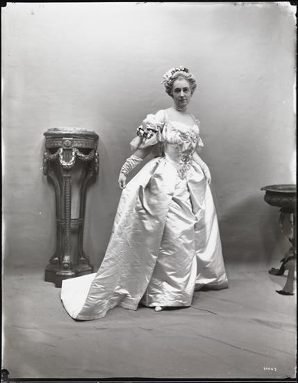 Elsie Marie Antoinette and her Petit Trianon Elsie_10