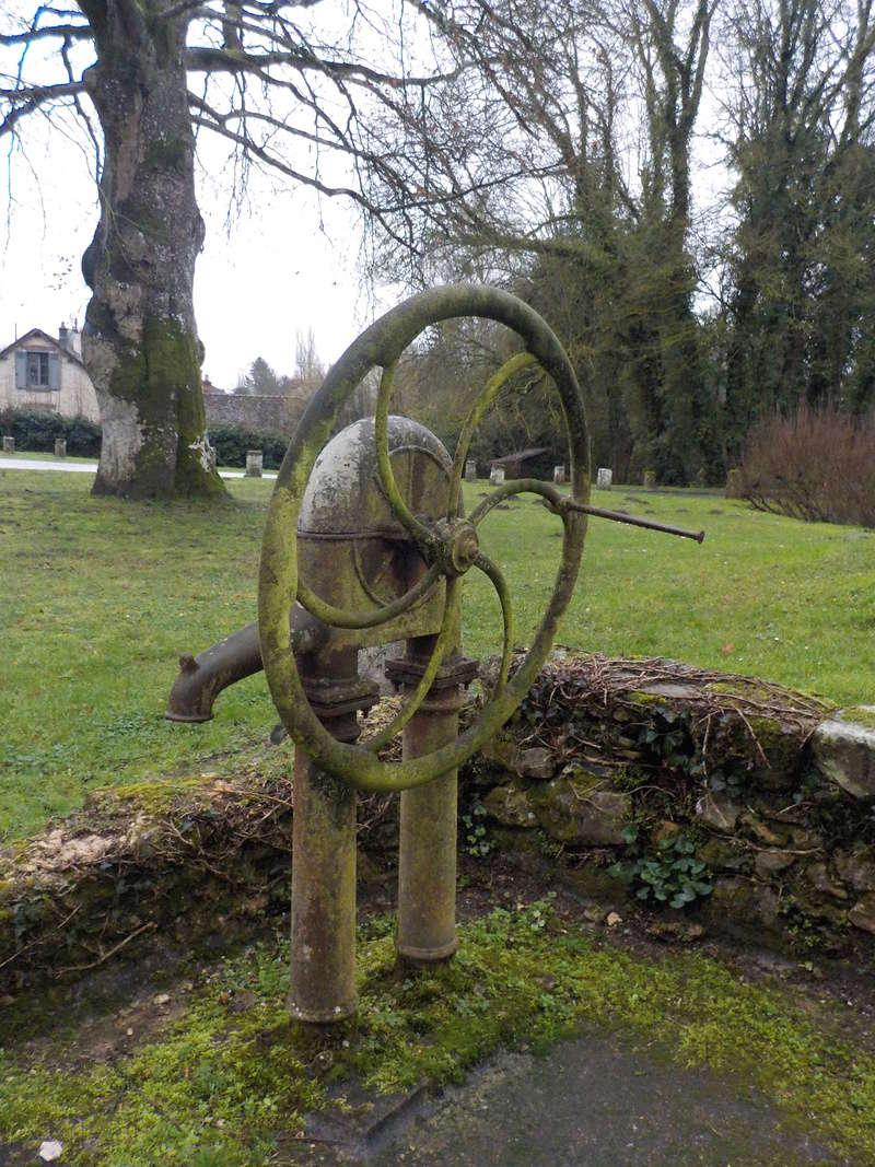 Les pompes à eau de nos villages Dscn2854