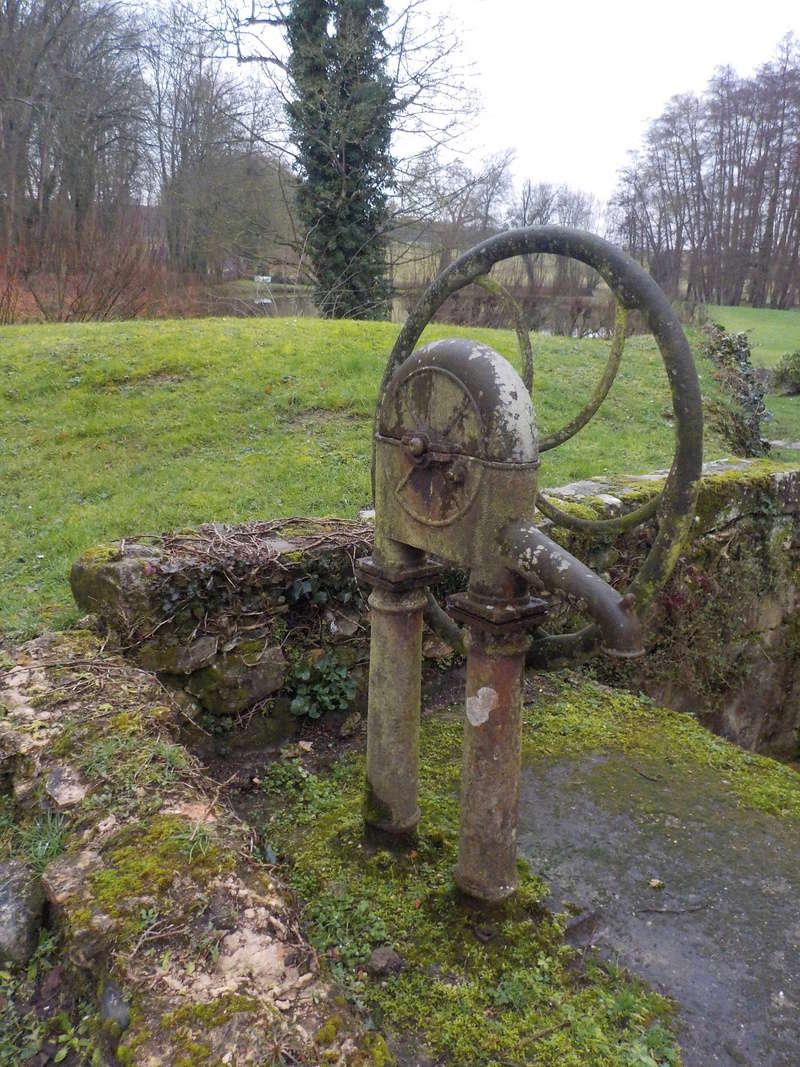 Les pompes à eau de nos villages Dscn2855