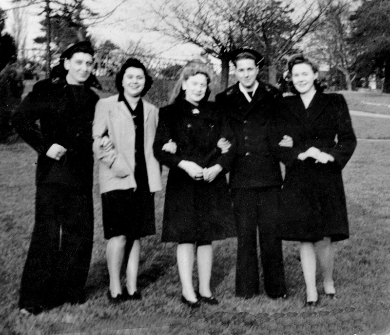 [LES TRADITIONS DANS LA MARINE] TENUE DANS LA MARINE- TOME 02 - Page 4 1945_n10