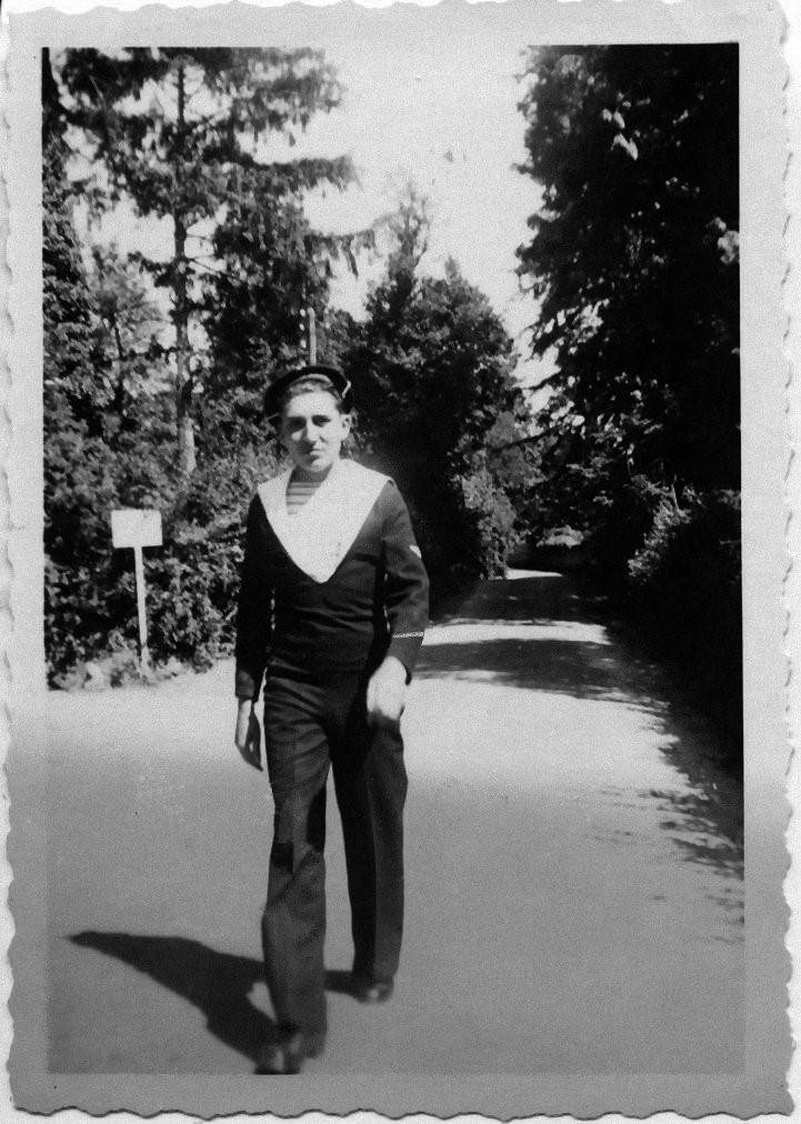 [LES TRADITIONS DANS LA MARINE] TENUE DANS LA MARINE- TOME 02 - Page 2 1946_b10