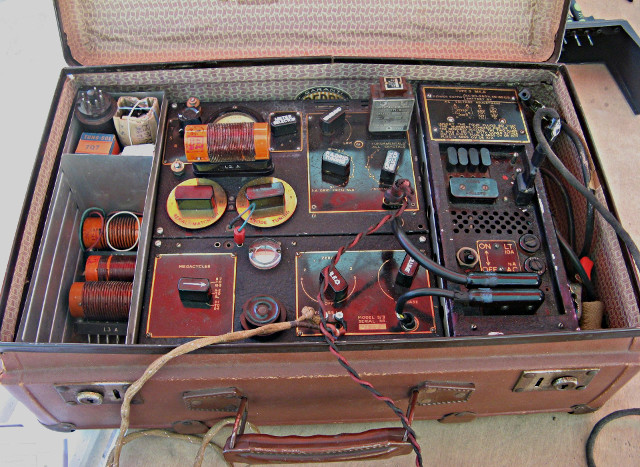 Radio... (non identifié) & TSF - Page 2 Valise11