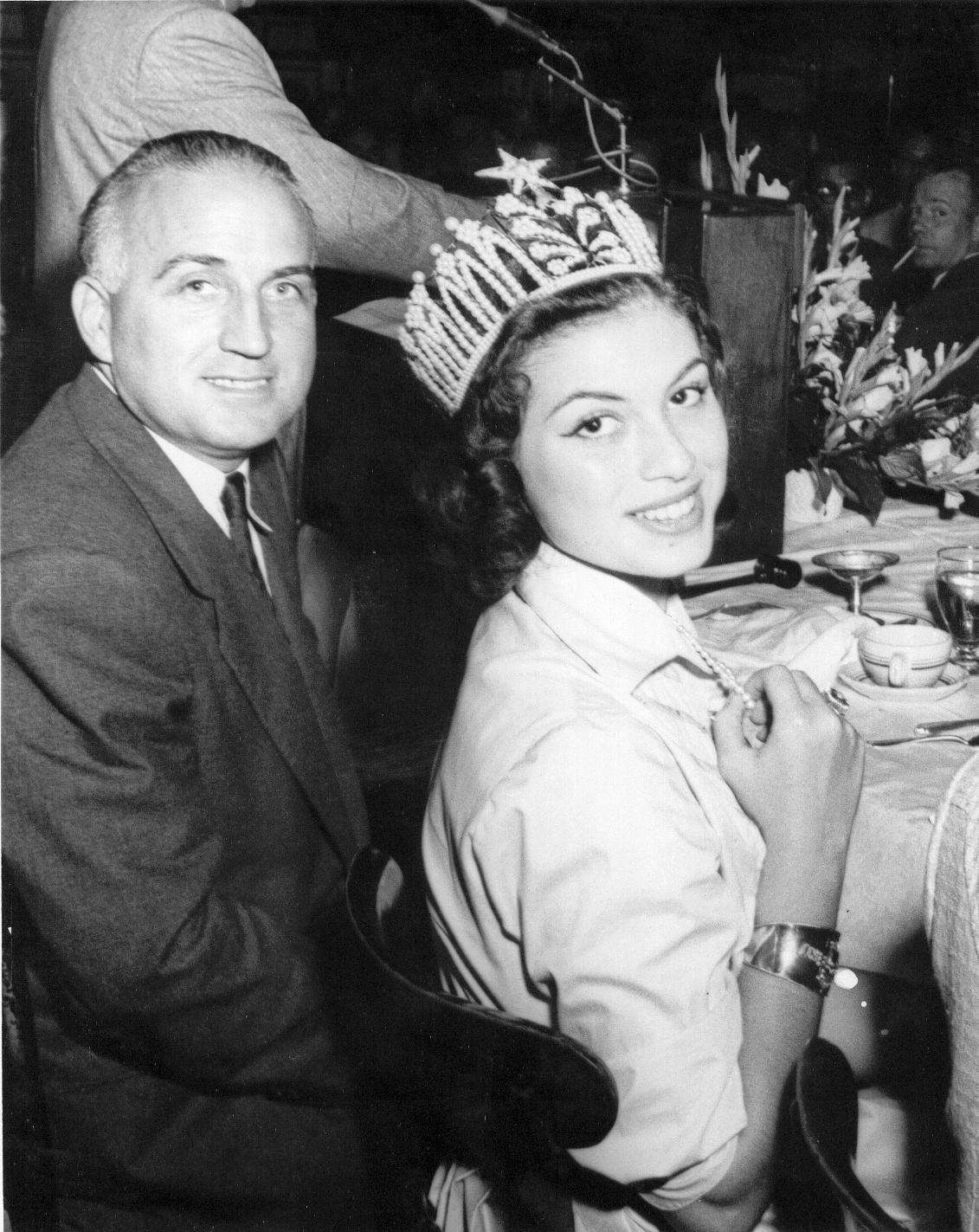 gladys zender, miss universe 1957. primera latina a vencer este concurso. - Página 3 1_jess10