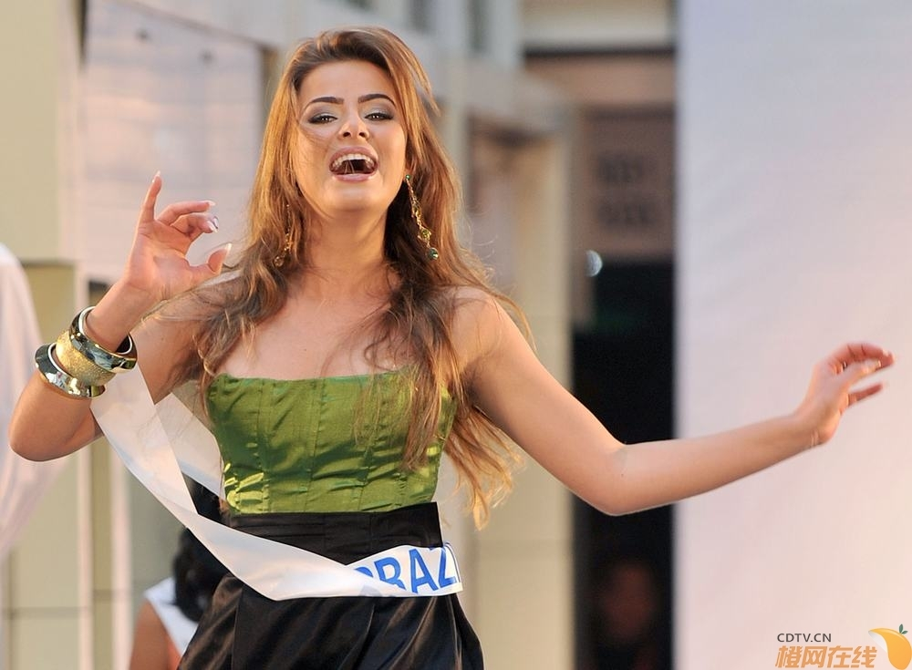 rayanne morais, semifinalista de miss international 2009. - Página 3 20091110