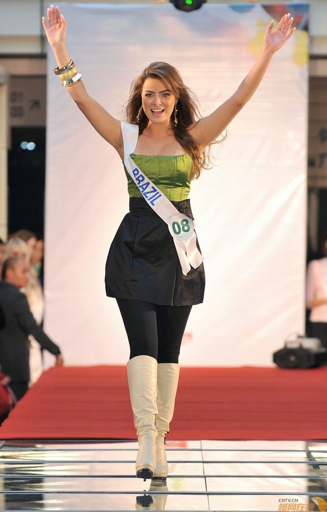 rayanne morais, semifinalista de miss international 2009. - Página 3 20091112