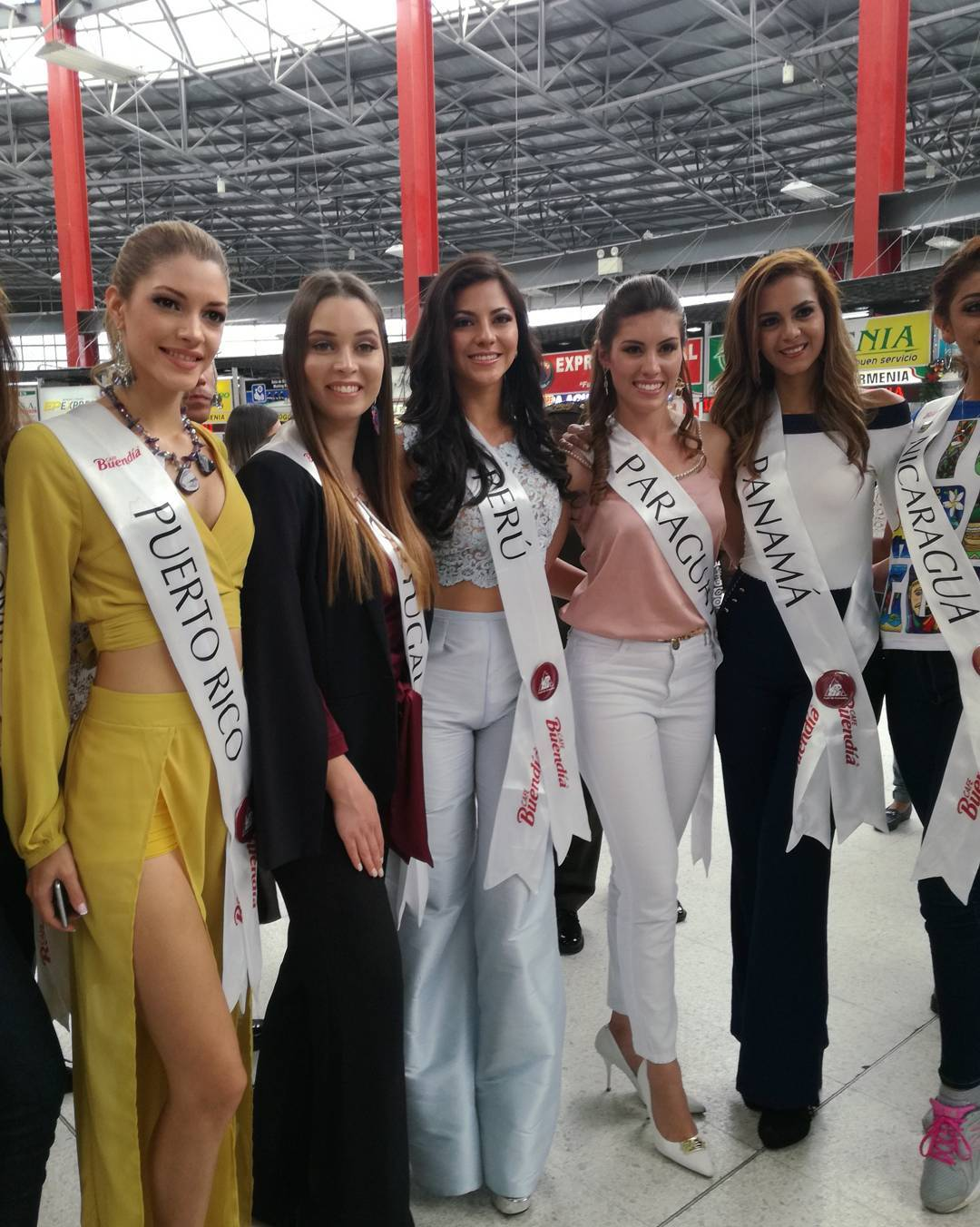 gabriela lambruschini, miss peru reyna internacional cafe 2018. - Página 4 26070311