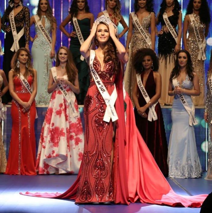 deise caroline ribas, miss parana mundo 2019/miss parana universo 2018/top 2 de miss teen international 2017. 29404110