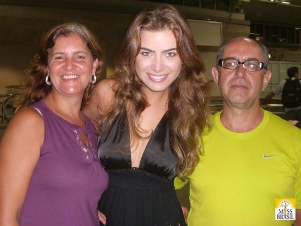 rayanne morais, semifinalista de miss international 2009. - Página 3 3_zpsq10
