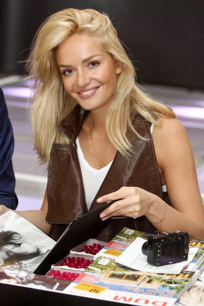tatana kucharova, miss world 2006. - Página 3 51021610