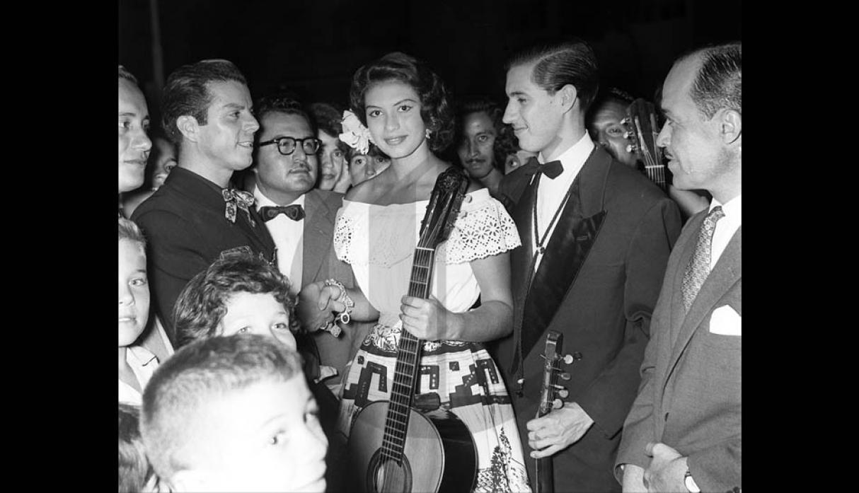 gladys zender, miss universe 1957. primera latina a vencer este concurso. 58db3310