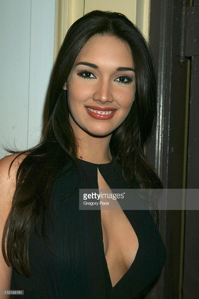 ════ ∘◦❁◦∘ ════ Amelia Vega, Miss Universe 2003. ════ ∘◦❁◦∘ ════ - Página 4 6chtem10