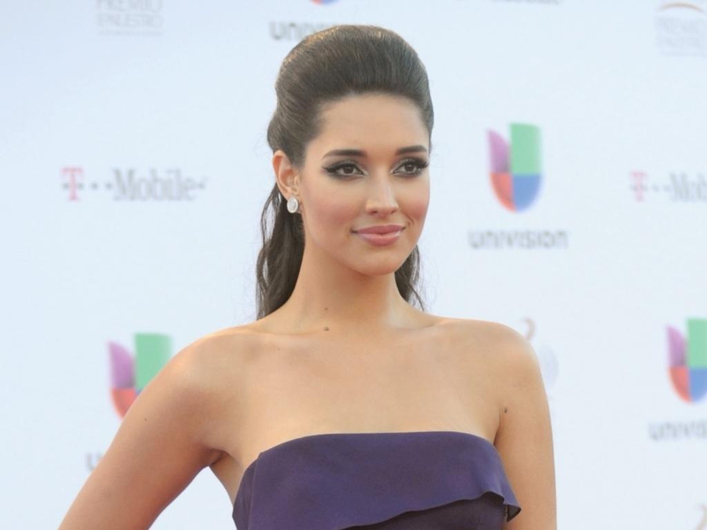 ════ ∘◦❁◦∘ ════ Amelia Vega, Miss Universe 2003. ════ ∘◦❁◦∘ ════ - Página 6 Amelia21