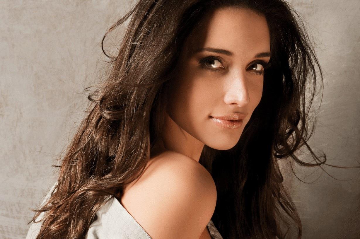 ════ ∘◦❁◦∘ ════ Amelia Vega, Miss Universe 2003. ════ ∘◦❁◦∘ ════ - Página 6 Benjam10