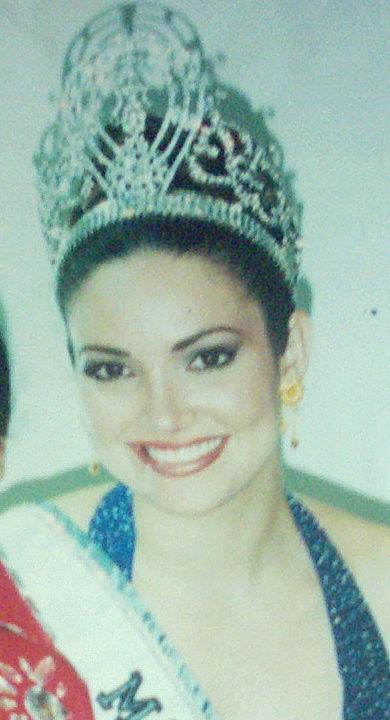 denise quinones, miss universe 2001. - Página 3 Denise16
